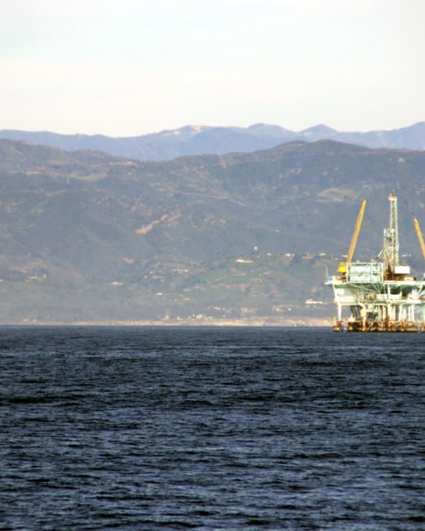 An offshore oil rig off the coast of Santa Barbara (photo courtesy of web_guy94301 on flickr)