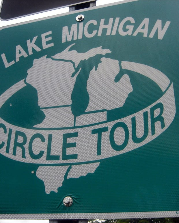 LAKE MICHIGAN CIRCLE TOUR SIGN