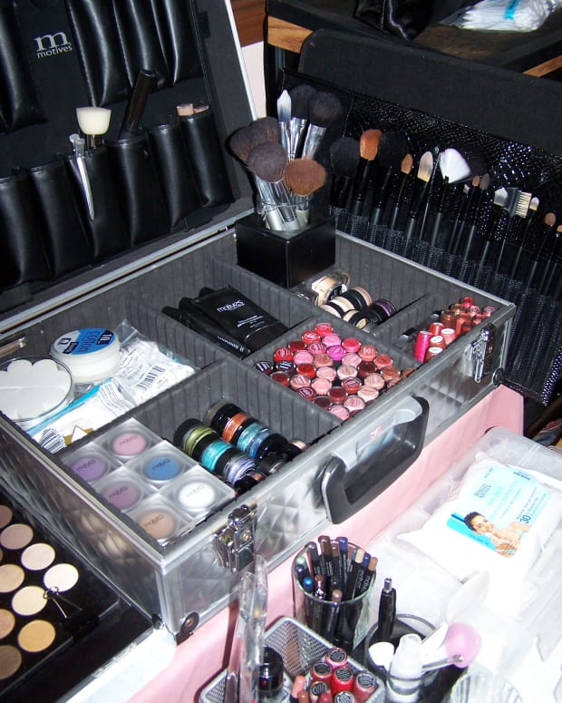 how-to-put-a-makeup-artist-kit-together