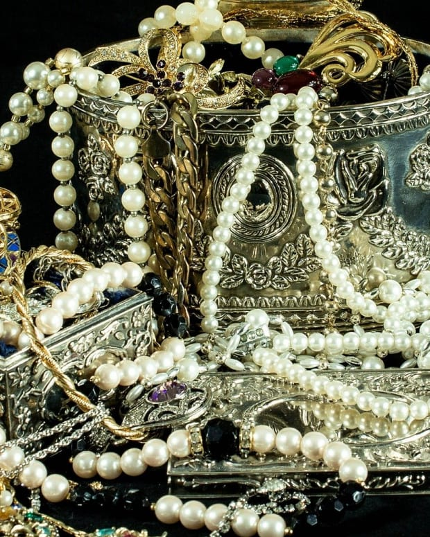 decluttering-your-jewelry-box-for-a-spiritual-lift