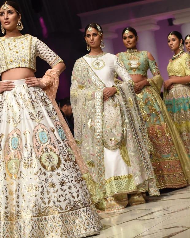 12-most-famous-fashion-designers-of-pakistani