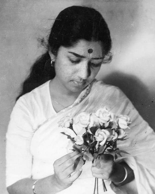 lata-mangeshkar-is-glorified-as-an-indian-nightingale