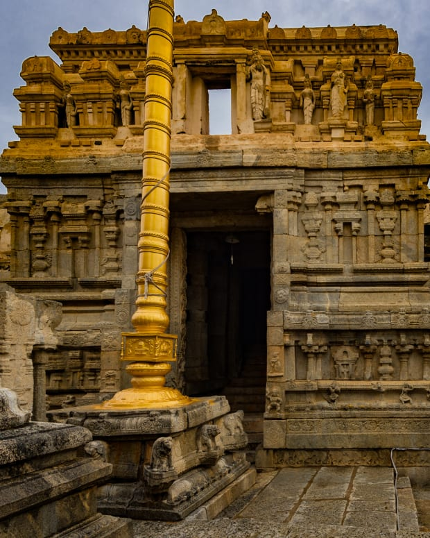 the-fascinating-mystery-of-the-hanging-pillar-temple-in-india