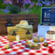 Have a beautiful and romantic picnic with this deco picnic set.