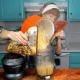 Photo tutorial for blending the soup base