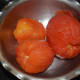 Step two: Take the tomatoes out of the pot. The skin of the tomatoes should have loosened. Set aside for cooling. Remove the skin when they have cooled. Chop the flesh. Make a smooth tomato puree.