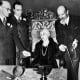 Harry Houdini's widow performing a seance on Halloween 1936.