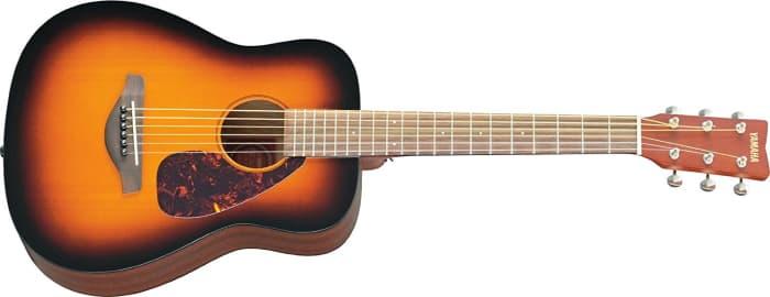 A Yamaha JR2TBS é uma das melhores mini guitarras acústicas por aí, especialmente se estiver dentro de um orçamento.