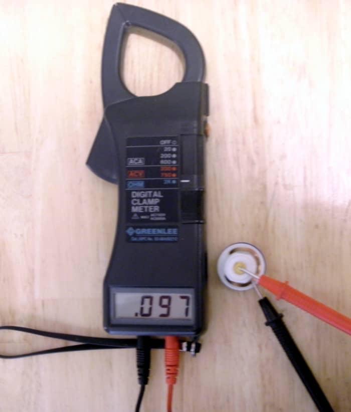 Il misuratore legge bene sotto 1 ohm e il fusibile è buono.