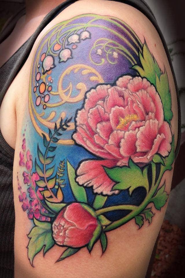 Bonito tatuaje de flor