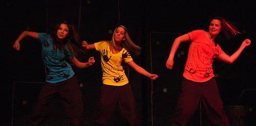 Los bailes de hip-hop y jazz son divertidos para los bailarines y el público.