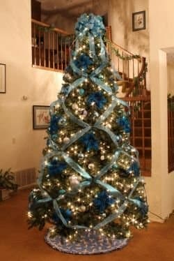 How to Crisscross Ribbons on a Christmas Tree - Holidappy ...
