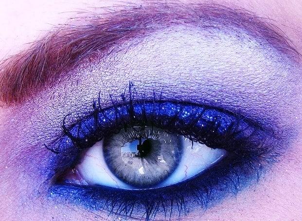 Sombra de ojos azul real