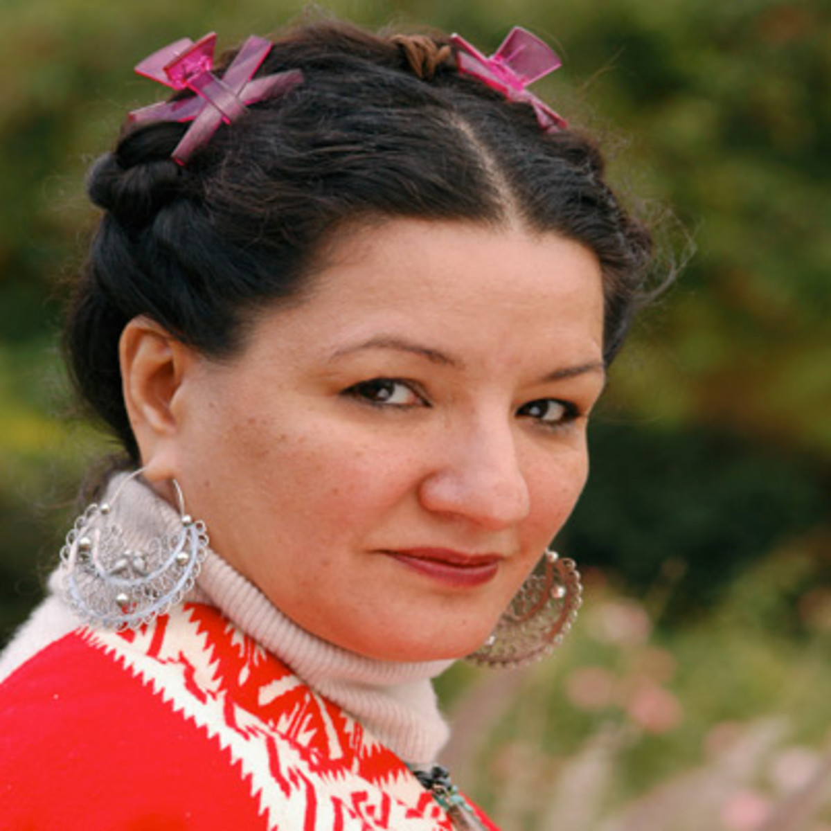 """essays by sandra cisneros Free essay: sandra cisneros's """"never marry a mexican"""" introduces readers to clemencia cisneros eludes clemencia as a woman who appears proud of her mexican."""