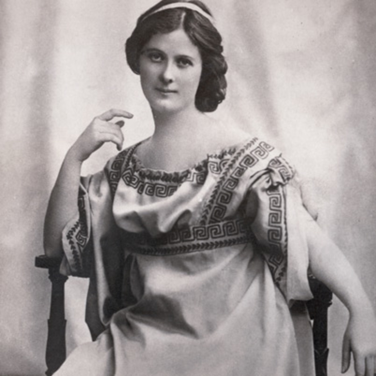 a biography of isadora duncan The outrageous life of the american dancer of the 1920s, isadora duncan, whom ken russell described as.