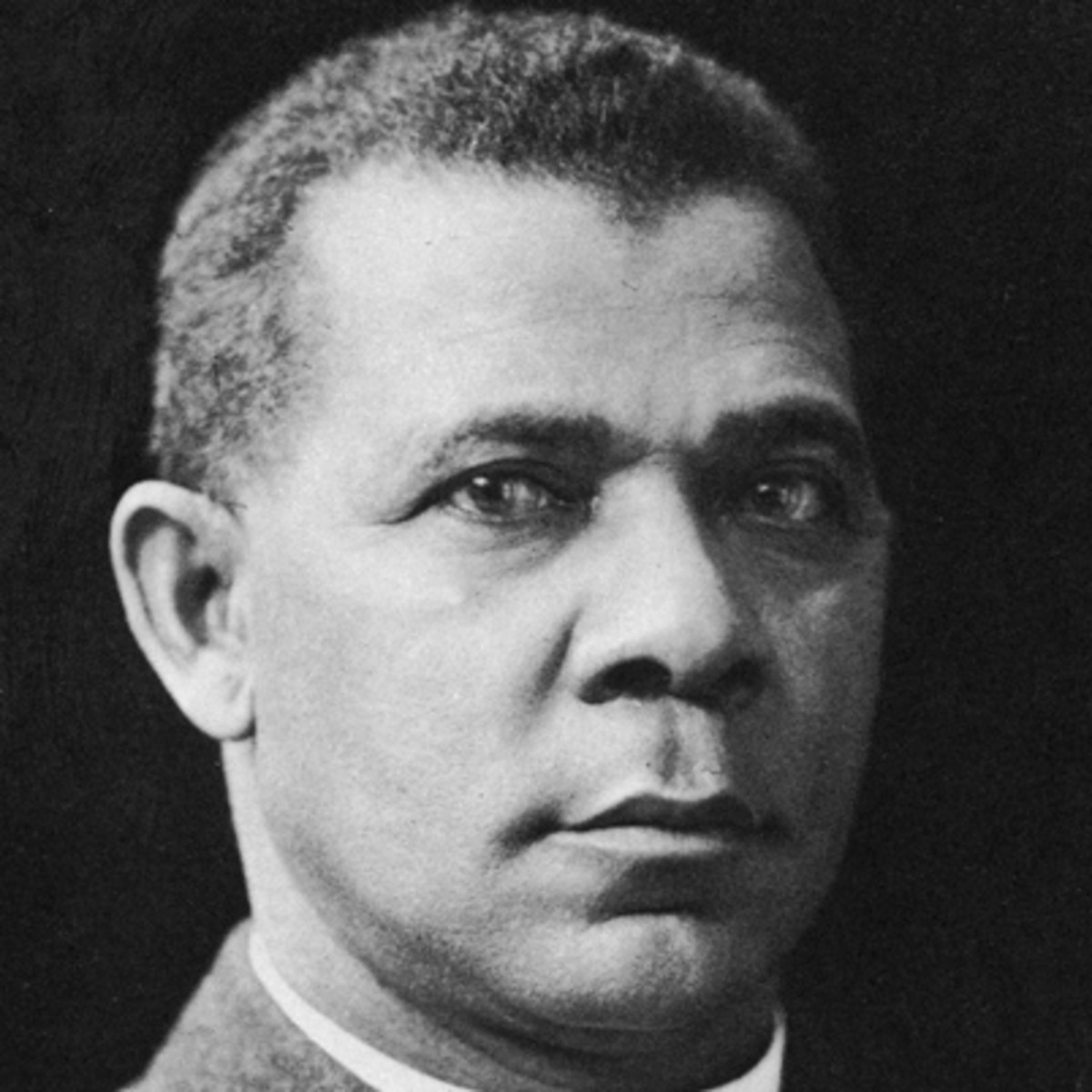 a biography of booker t washington Booker t washington biography booker t washington (1856 - november 14, 1915) was a leading african-american leader and intellectual of the late nineteenth and early twentieth century he founded an educational establishment in alabama and promoted a philosophy of economic self-reliance and self-improvement for the black population.