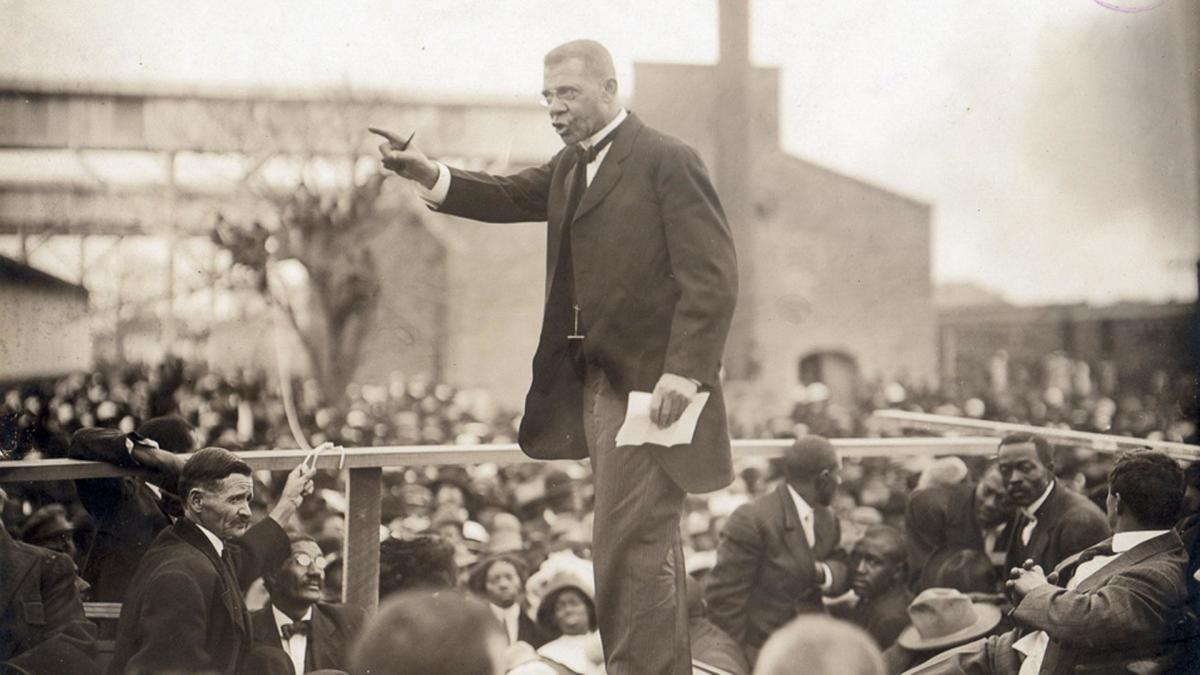 essay of booker t washington Web du bois vs booker t washington african-americans in the 18th and 19th century lived in a period of tension african americans faced greater challenges--legal, economic, social, and political--than any other group challenging their own oppressed status and seeking reform.