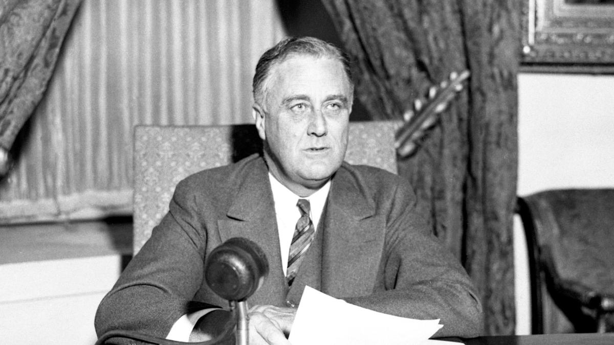 fdr the savior of america Fdr, which stands for franklin delano roosevelt, was the 32nd president of the united states, the savior of america during mid-20th century, also the hero of mine as we all know, fdr, known as franklin d roosevelt, is the only president of the united states who was elected to more than 2.