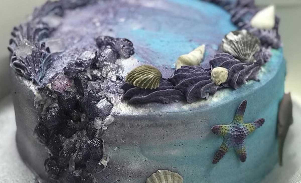 The cake was ocean and crystal themed (Photo: Instagram)