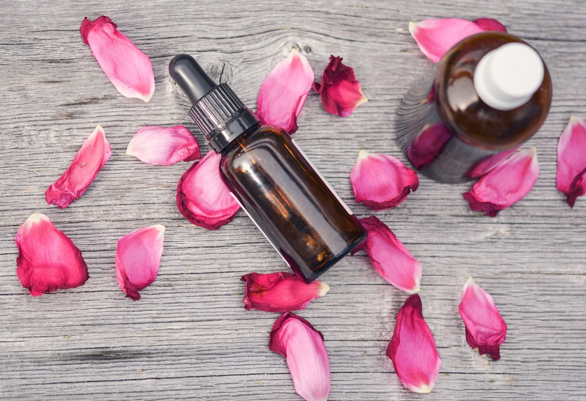 Essential oil of rose is known for its valuable regenerative properties.