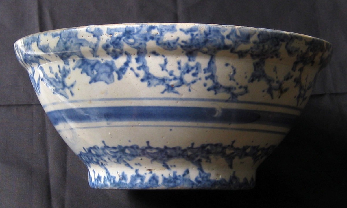 Antique Spongeware and Spatterware: An American Stoneware Tradition