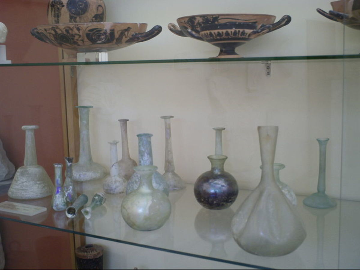 Classic Roman antiques and glass items on display in the Archaelogical Museum on Paros. Photographed by Cedric Boissiere. Courtesy Wiki Commons