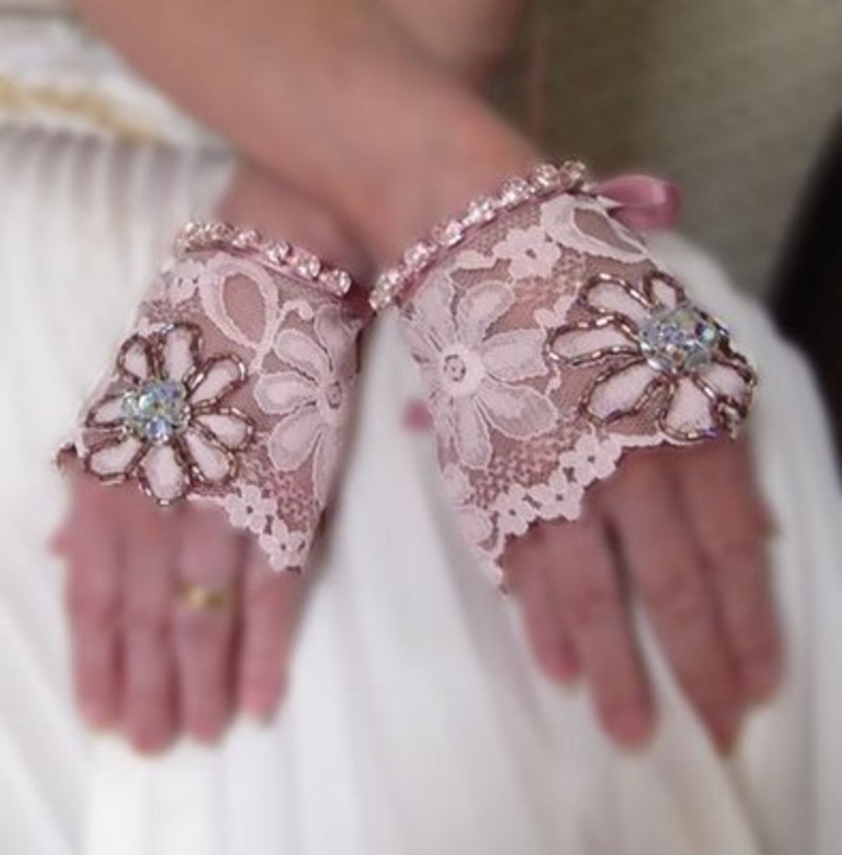How to Make Fingerless Lace Gloves