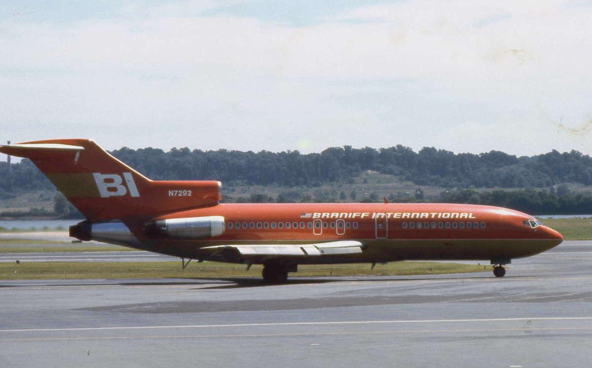 Boeing 727-027,  c/n 19501/453