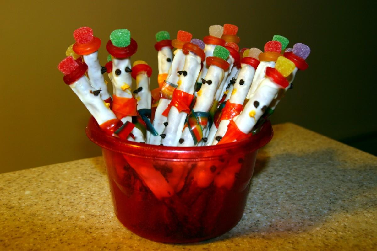 How to Make Snowman Pretzel Rod Snacks