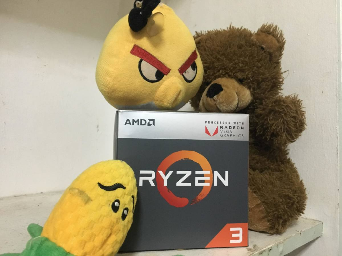 Cheap Gaming PC Processor Ryzen 3 2200G with his buddies.