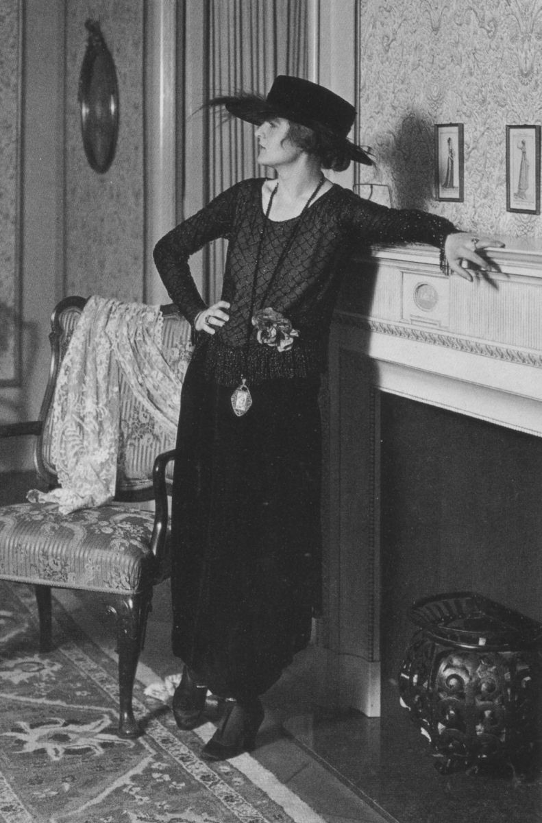 Women and Fashion 1919