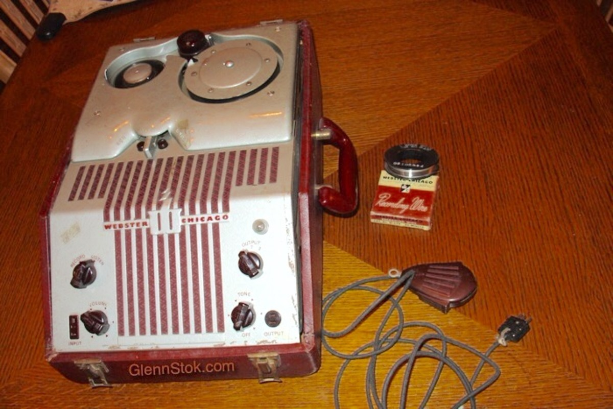 My Webster Wire Recorder Model 80. A Wire recording spool and the microphone are next to it. All pictures Copyright 2011 Glenn Stok