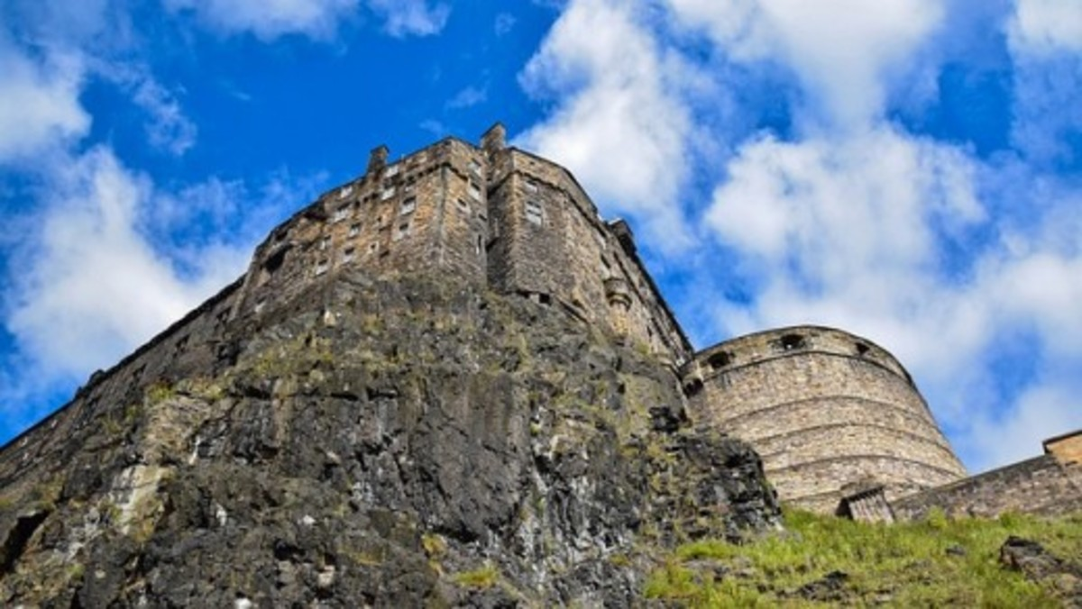 Why Visit Edinburgh Castle in Scotland?