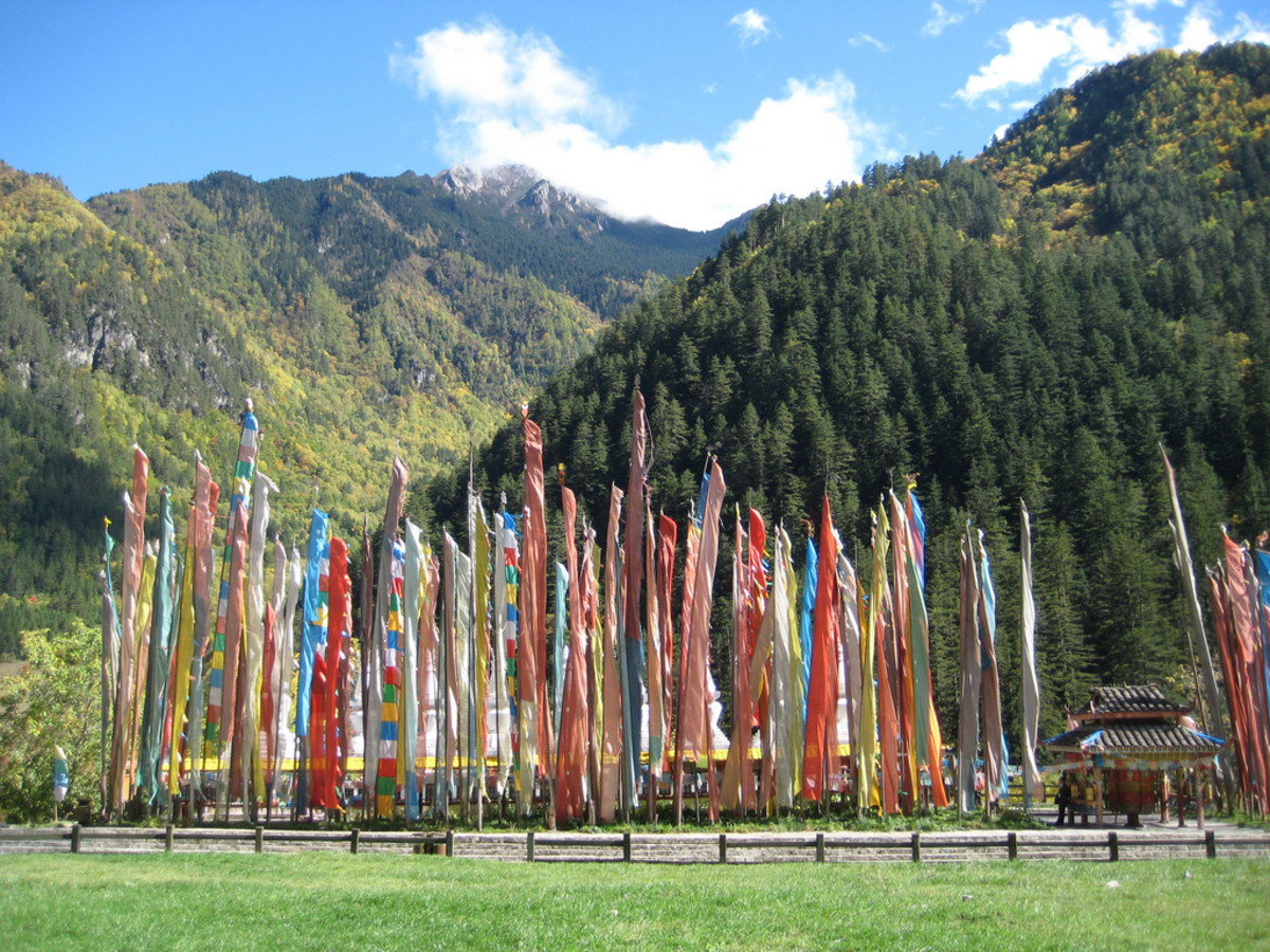 Darchor-style prayer flags in Jiuzhaigou valley