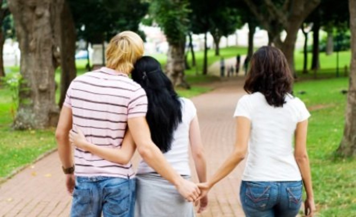 Telling Someone You Like You're Polyamorous: The Do's and Don'ts
