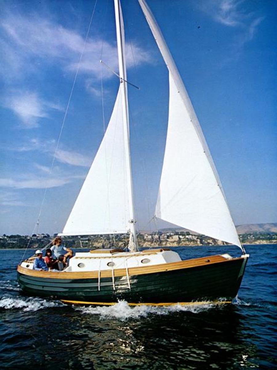 Nor'Sea 27 Sailboat : A Small Cruising Sailboat to Take You Anywhere
