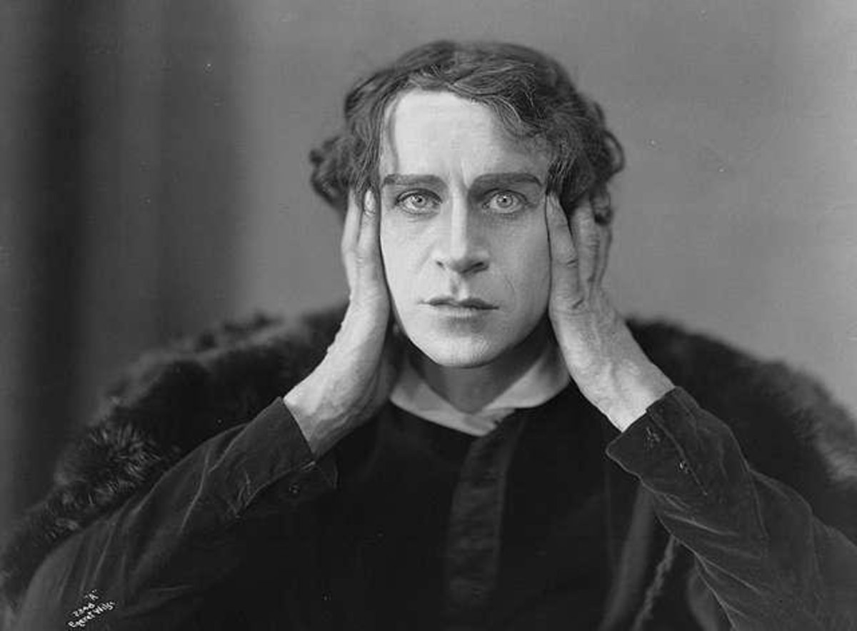 Ingolf Schanche as Hamlet, 1920. Public Domain.
