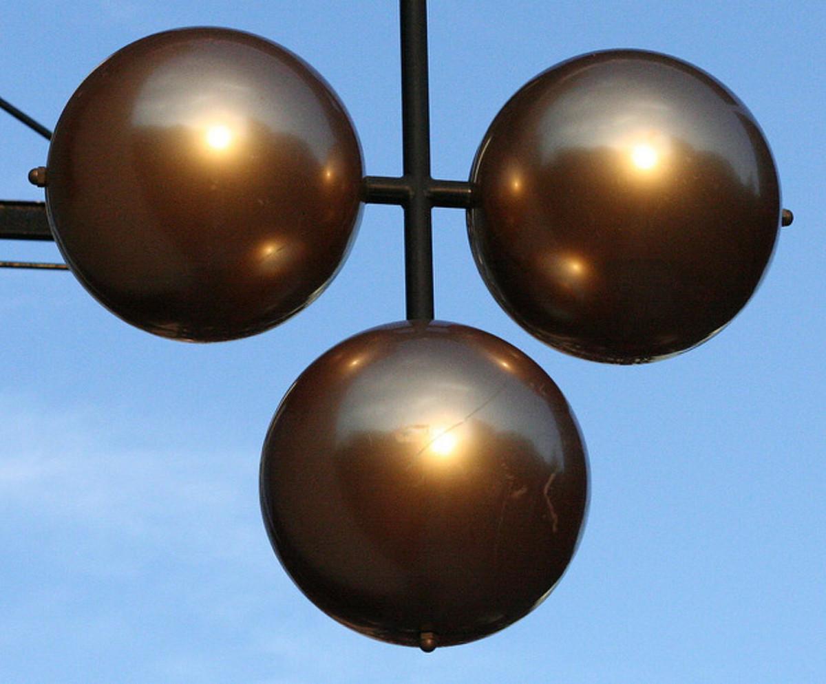 三个球是典当行的年龄古老的传统象征;它从许多人无法阅读的日子里源于那些日子