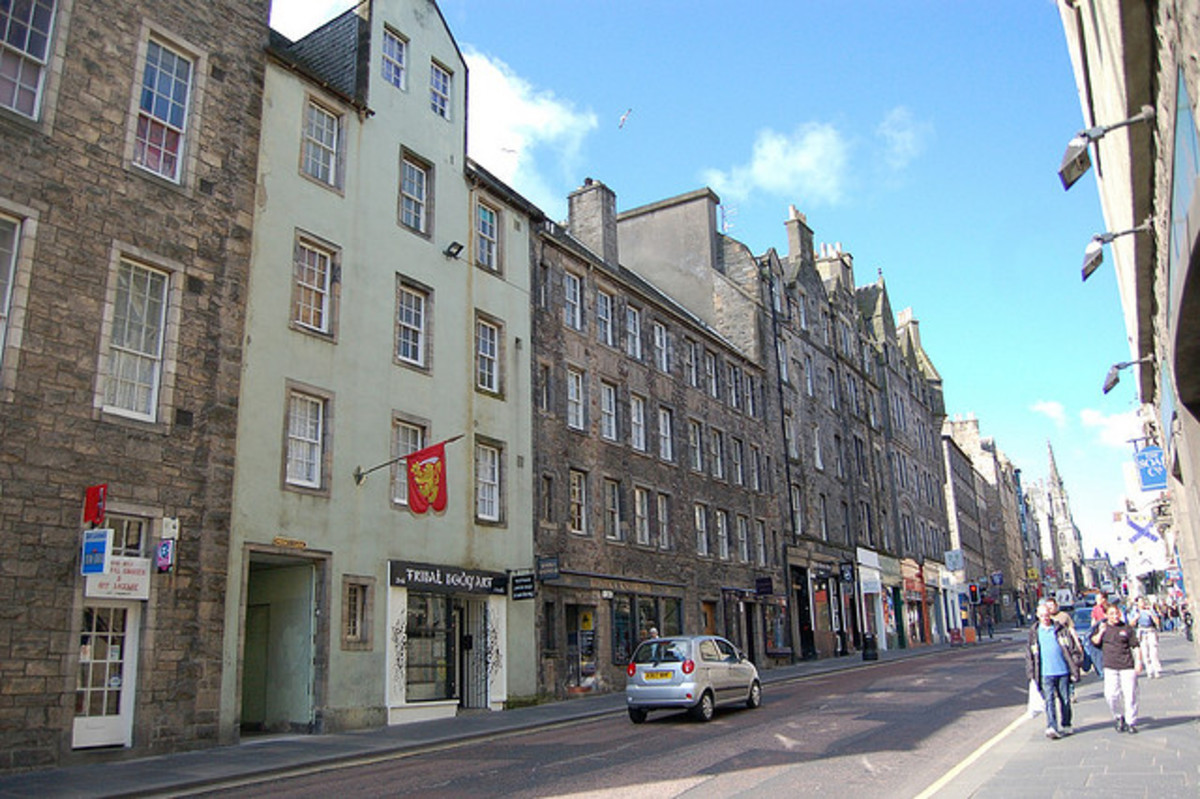 Famous Streets of Scotland: A History of the Canongate in Edinburgh