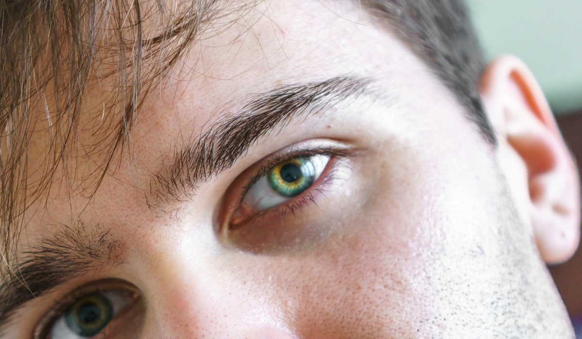 How Eye Contact Can Tell You If a Guy Is Attracted to You