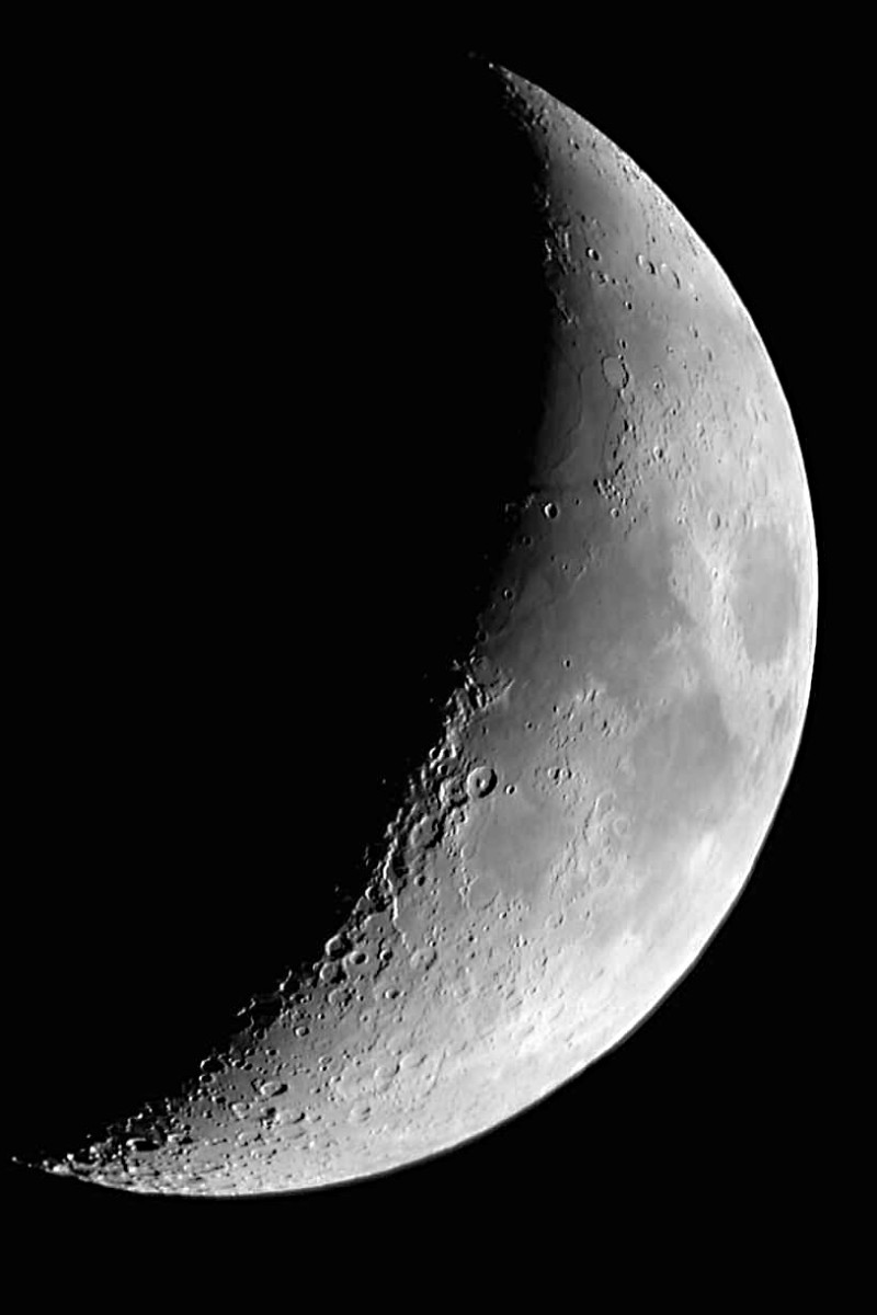 The familiar sight of the cresecent Moon