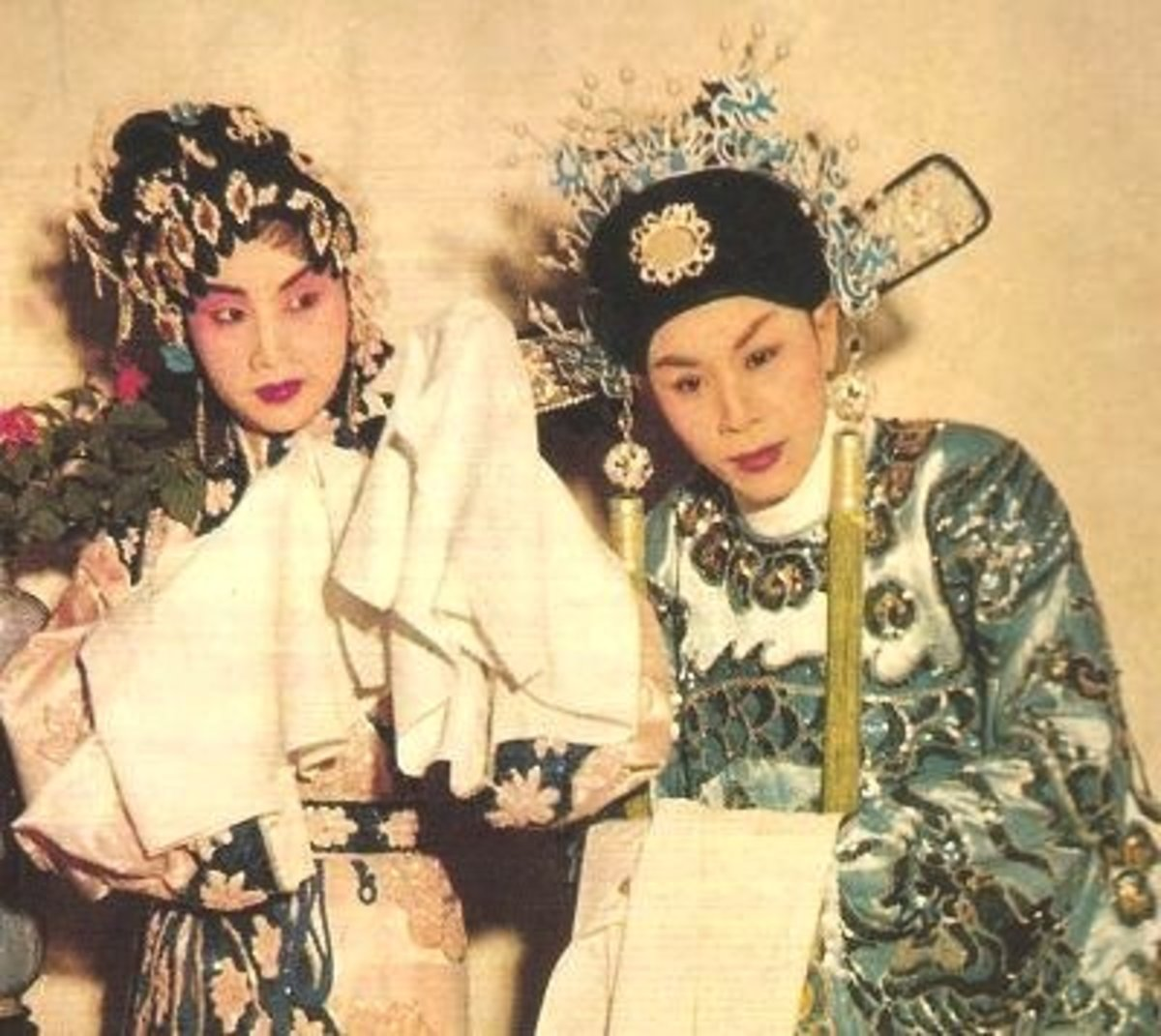 "The original performers of ""Di Nü Hua"":  Yam Kim Fai as Zhou Shi Xian and Pak Suet Sin as Princess Changping."