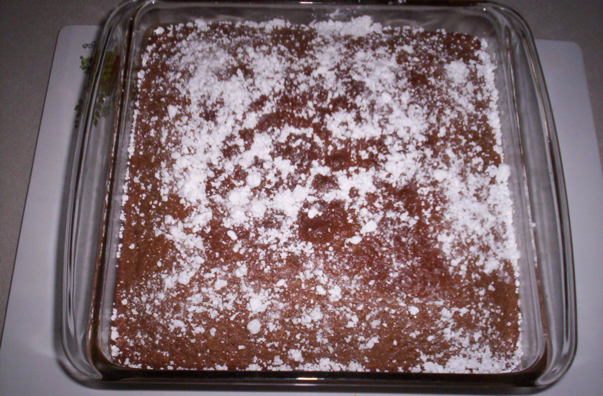 Cake with powdered sugar.