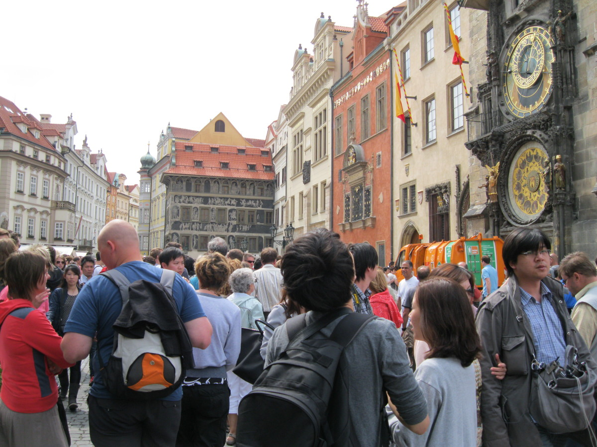 Waiting for the Astronomical Clock (not recommended)
