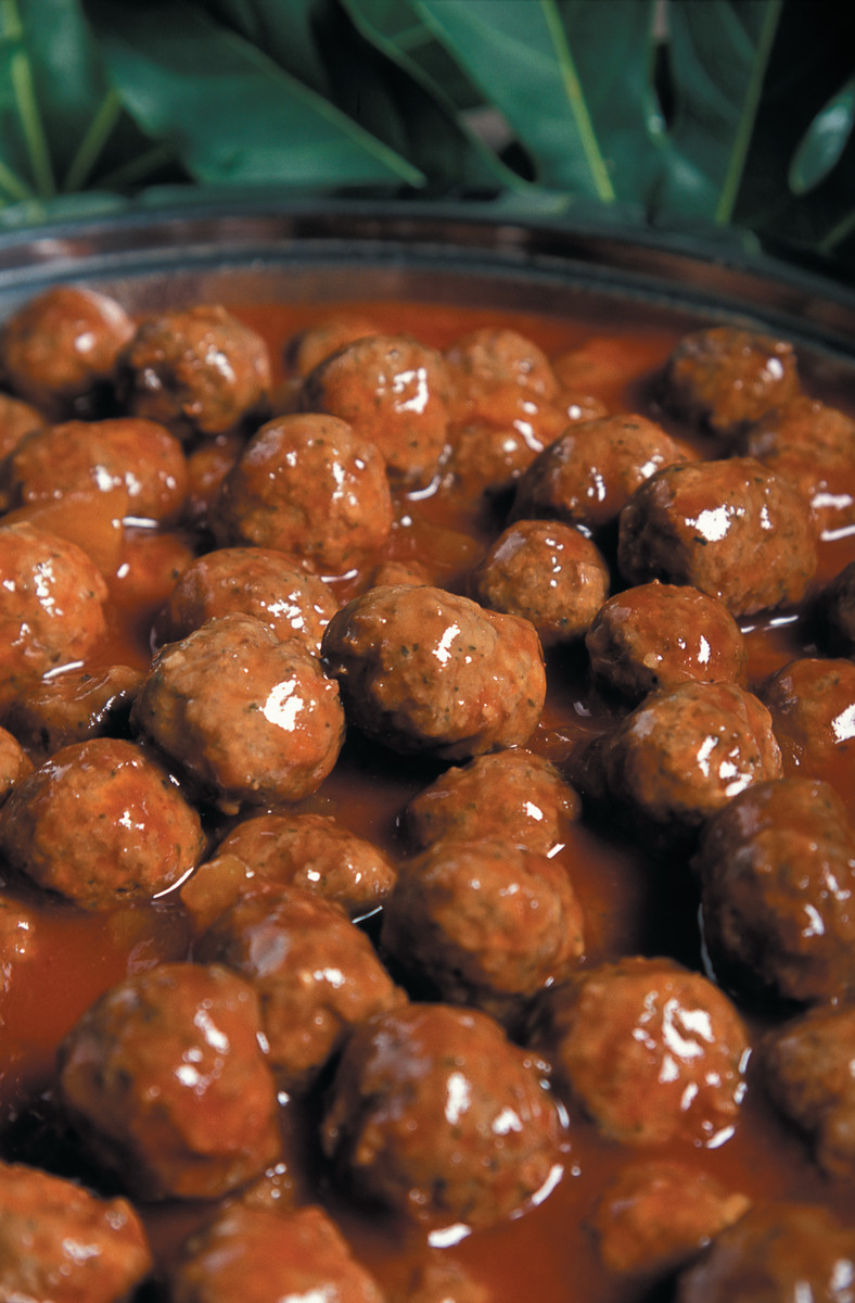 Crock-Pot Recipe: Cranberry Cocktail Meatballs - Delishably - Food and Drink