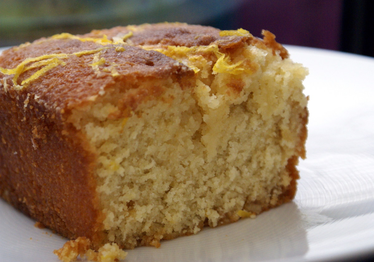 Traditional English Lemon Drizzle Cake Recipe