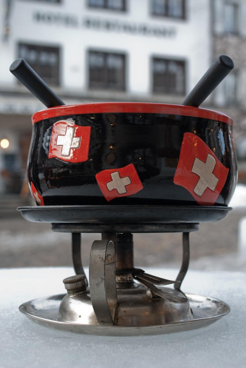Classic burner style fondue pot.
