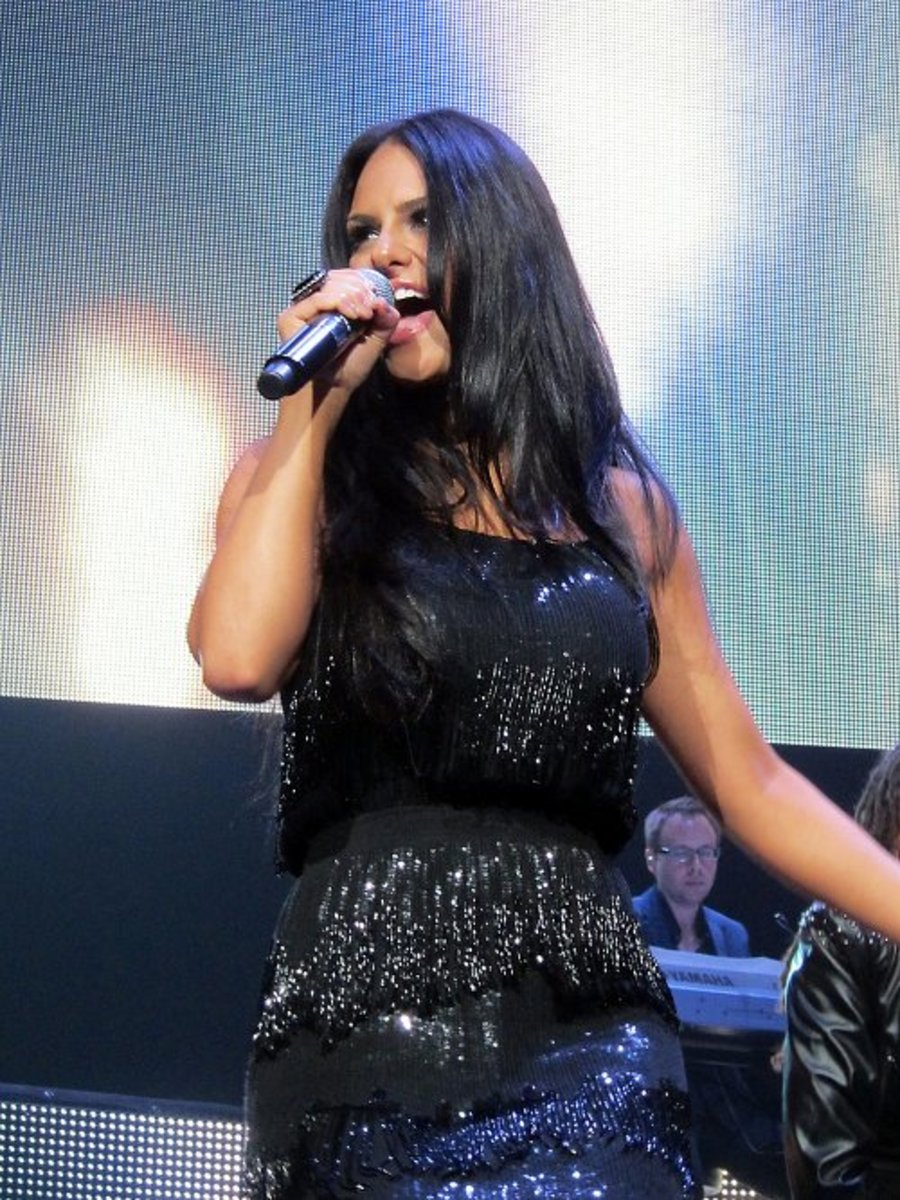 Pia Toscano sings