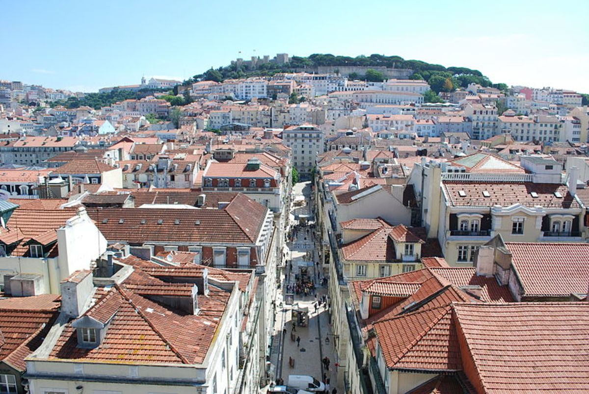 Bird's view of Lisboa, with Castelo St. Jorge up ahead