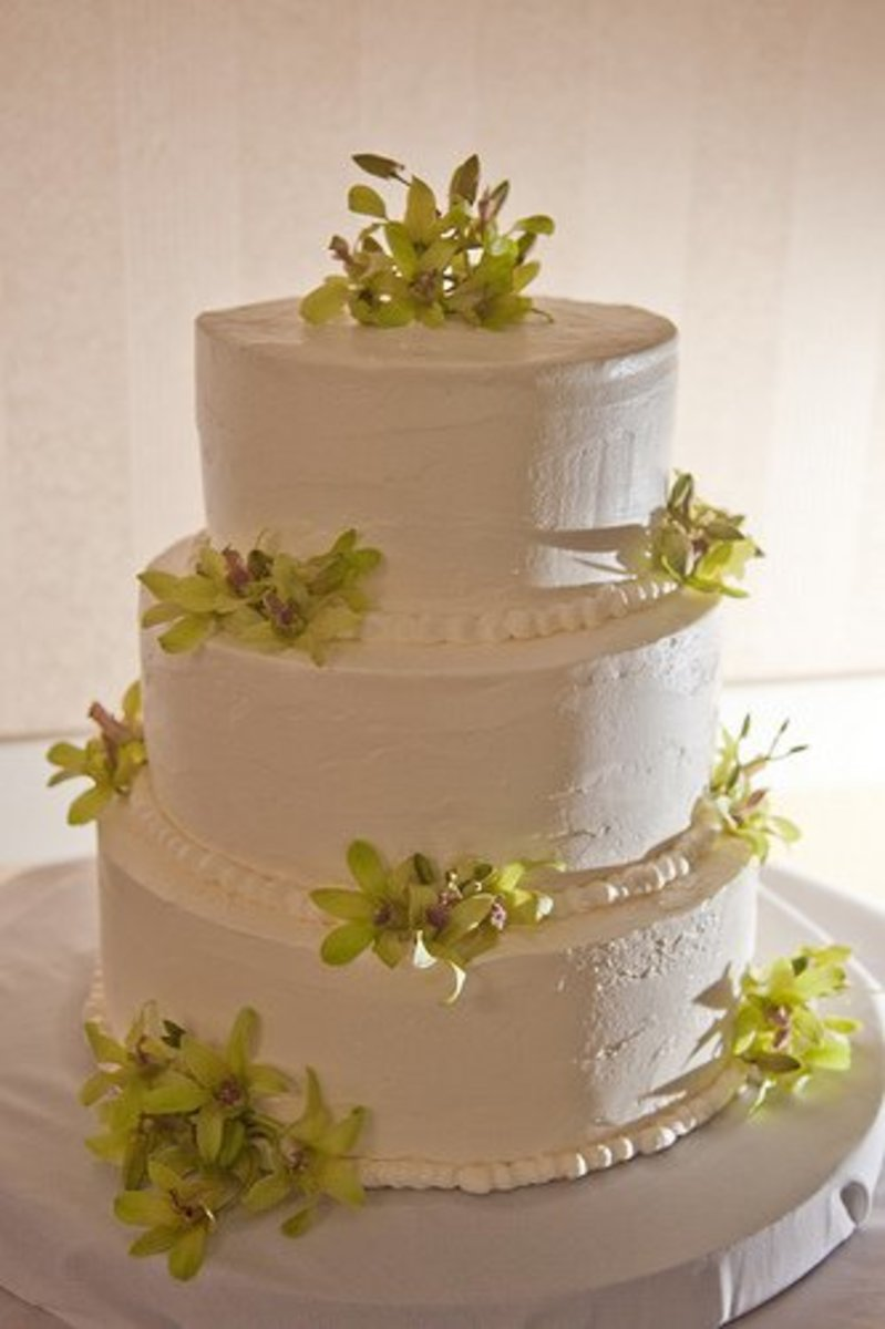 Lovely frosting on a bride's wedding cake.